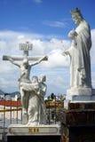 Statuy zbliżają katedrę Obrazy Royalty Free