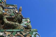 Statyängel på Prang Wat Arun i Bangkok Royaltyfri Foto