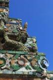 Statyängel på Prang Wat Arun i Bangkok Arkivfoto