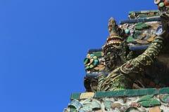 Statyängel på Prang Wat Arun i Bangkok Royaltyfri Bild
