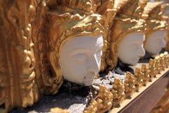 Staty av änglar i thailändsk tempel Fotografering för Bildbyråer