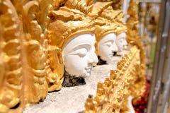 Staty av änglar i thailändsk tempel Arkivbilder