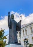 Staty av ärkebiskopen av Grekland Damaskinos, Athens Royaltyfri Fotografi