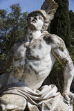 Staty av Achill inom den Achilleion byggnaden royaltyfria foton