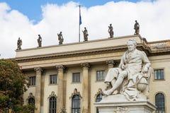 Staty av Alexander von Humboldt (det Humboldt universitetet av Berlin) Arkivfoto