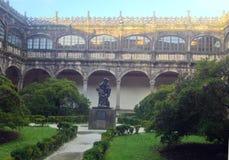 Staty av Alonso de Fonseca Ärkebiskop Fonseca College, universitetarkiv Santiago de Compostela Galicia, Spanien arkivbilder