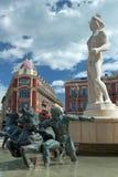 Staty av Apollo på stället Massena i Nice, Frankrike Arkivfoton