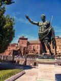 Staty av Augustus Emperor av Rome nära Roman Forum royaltyfria bilder