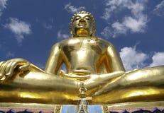 Staty av buddha Arkivfoton