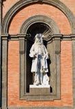 Staty av Carlo III i Palazzo Reale di Napoli Campania Italien royaltyfri bild