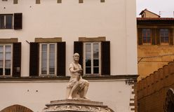 Staty av conquistador i Tuscany Arkivfoton