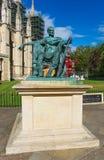 Staty av Constantine det stort på den York domkyrkan i York Arkivbilder