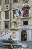 Staty av Cosimo I, Pisa, Italien royaltyfria bilder