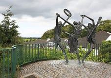 Staty av dansare på staden Cashel i Irland arkivbild