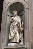 Staty av Dante i borggården av det Uffizi gallerit i Floren Royaltyfria Bilder