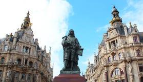 Staty av David Teniers i staden av Antwerpen, Belgien Fotografering för Bildbyråer
