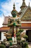 Staty av demonen (jätte, jätte) på Wat Arun, för gränsmärke och för nr. 1 turist- dragningar i Thailand. Arkivbild