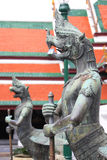 Staty av demonförmyndare på Wat Phra Kaew i Bangkok Royaltyfria Foton
