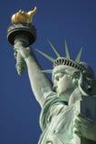 Staty av den frihetnärbildfacklan och kronan Royaltyfri Foto