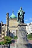 Staty av den George droppen framme av den kungliga paviljongen Arkivbilder