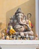 Staty av den hinduistgudGanesha offentligt templet i Thailand, Royaltyfri Fotografi