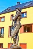 Staty av den imperialistiska riddaren Hartmut XII i Kronberg royaltyfria bilder