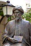 Staty av den judiska forskaren Moses Maimonides, rabbin Mosheh Ben Maimon, Cordoba, Andalusia Arkivfoton
