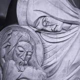 Staty av den jungfruliga Mary och Jesus Kristus arkivbild