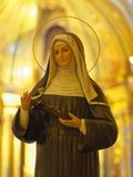 Staty av den katolska nunnainsidakyrkan Arkivbilder