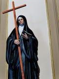 Staty av den katolska nunnan Arkivbilder
