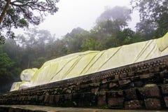 Staty av den liggande Buddha Arkivfoto
