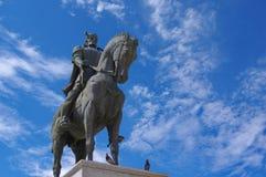 Staty av den rumänska hjälten Mihai Viteazul i Oradea royaltyfri fotografi
