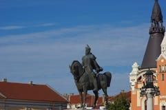 Staty av den rumänska hjälten Mihai Viteazul i Oradea 2 arkivbild