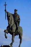 Staty av den Stefan cel stoen som rider hans häst Arkivfoto