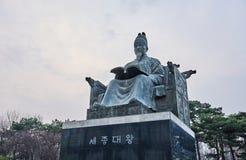 Staty av den stora konungen Sejong av Chosun dynasti i Sydkorea royaltyfria foton