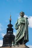 Staty av den 19th århundradepoeten Adam Mickiewicz för polermedel i Krakow, Polen Arkivbilder