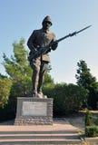 Staty av den turkiska soldaten på Gallipoli den turkiska kyrkogården nära Anzac Cove Arkivbild