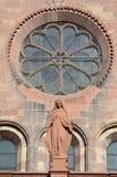 Gotisk domkyrka av Freiburg, sydlig Tyskland Royaltyfria Foton