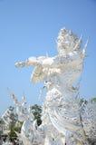 Staty av den vita templet eller Wat Rong Khun på Chiangrai, Thailand Royaltyfri Fotografi