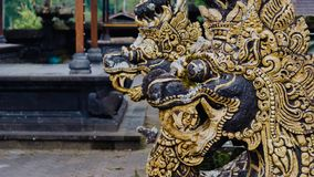 Staty av draken i Pura Besakih Temple i den Bali ön, Indonesien royaltyfria bilder