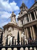 Staty av drottningen Anne, helgon Pauls Cathedral Arkivbilder