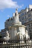 Staty av drottningen Anne på domkyrkan för Saint Paul ` s, London Royaltyfri Foto