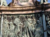 Staty av drottningen Victoria i det Lancaster England anseendet ovanför politiker, konstnärer och författare Arkivfoton