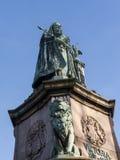 Staty av drottningen Victoria i det Lancaster England anseendet ovanför politiker, konstnärer och författare royaltyfri foto