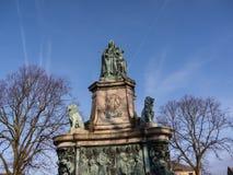 Staty av drottningen Victoria i det Lancaster England anseendet ovanför politiker, konstnärer och författare arkivfoto