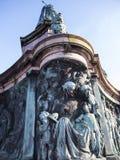 Staty av drottningen Victoria i det Lancaster England anseendet ovanför politiker, konstnärer och författare royaltyfria foton