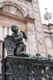 Staty av en ängel på det Colleoni kapellet i höga Bergamo Arkivbild