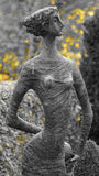 Staty av en flicka Arkivbild