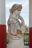 Staty av en grekisk musa i Achilleion Korfu, Grekland Arkivfoton