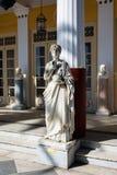 Staty av en grekisk mytisk musa i den Achilleion slotten, Korfu ö, Grekland som byggs av kejsarinnan av Österrike Elisabet av Bay Arkivfoton
